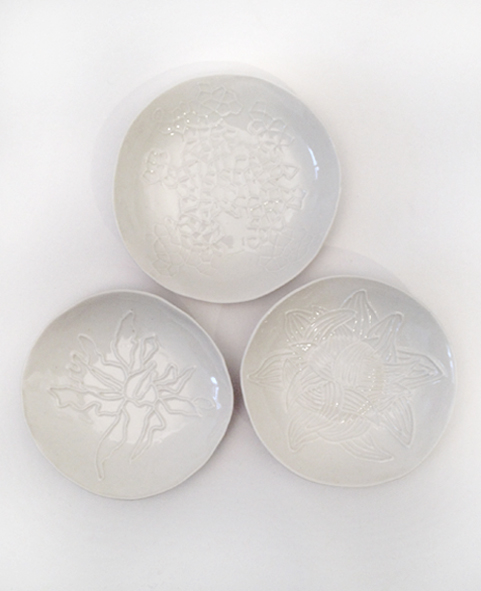 coupelle-porcelaine-motif-geometrique-fleur-végetal